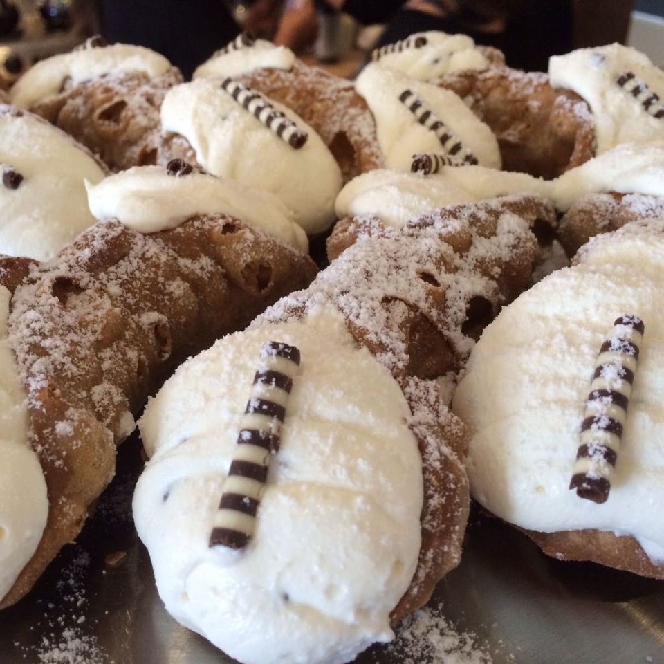 Cannoli: How to make them, how to say the word on Staten Island